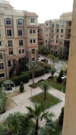 شقة للايجار بموقع متميز بكومبوند الحى الايطالى بسعر ٢٠٠٠ جنيه شهريا لمدة سنتين فقط ١٠ دقايق من ميدان الرماية